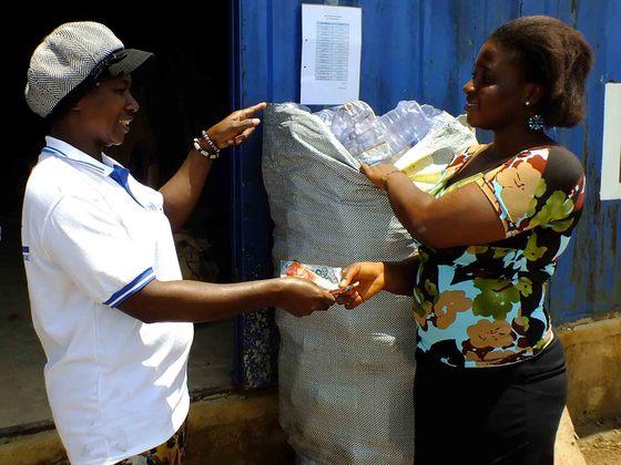 Dont waste the waste – Plastik-Recycling für Ghana