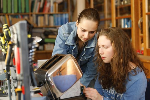 Reparatur defekter Geräte – ein sinnvolles Unterrichtsangebot an Schulen