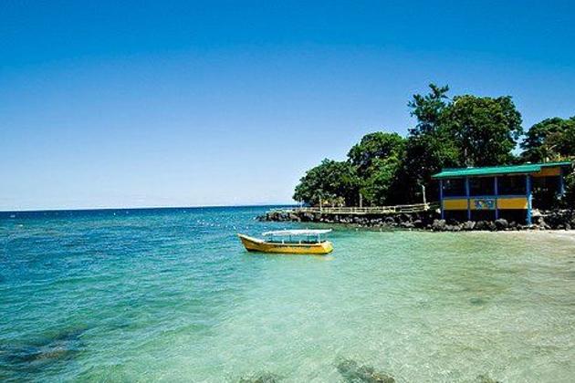 Nachhaltiges Strandressort auf den Philippinen mit Bio-Kokosölerzeugung